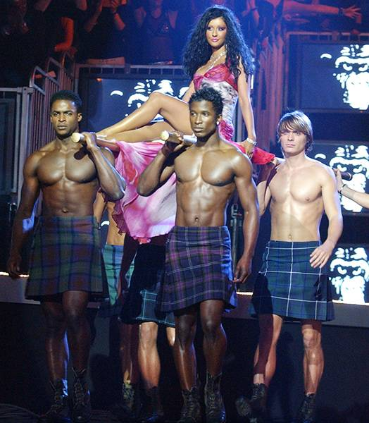 EMA 2003 | Past Hosts Christina Aguilera | 524x600