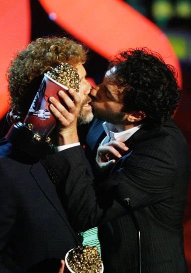 /content/ontv/movieawards/retrospective/photo/flipbooks/most-memorable-movie-awards-moments/2007-will-ferrell-sacha-baron-cohen-74387503.jpg