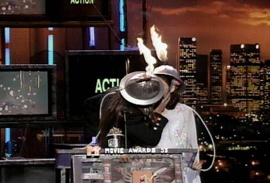 /content/ontv/movieawards/retrospective/photo/flipbooks/most-memorable-movie-awards-moments/1993-flaming-hats-kiss.jpg
