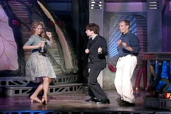 /content/ontv/movieawards/retrospective/photo/flipbooks/most-memorable-movie-awards-moments/1998-mike-myers-best-dance-sequence.jpg
