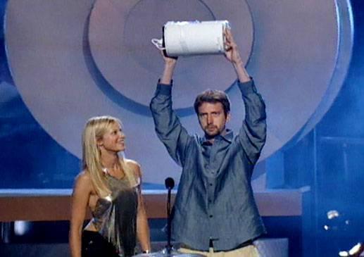 /content/ontv/movieawards/retrospective/photo/flipbooks/most-memorable-movie-awards-moments/2000-tom-green-amy-smart.jpg