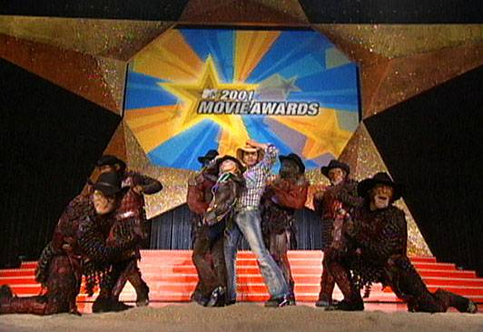 /content/ontv/movieawards/retrospective/photo/flipbooks/most-memorable-movie-awards-moments/2001-kirsten-dunst-jimmy-fallon-spoof.jpg