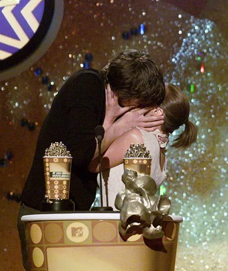 Movie & TV Awards 2001 | Lip Lock Flipbook Ashton Kutcher/Christina Ricci | 462x550