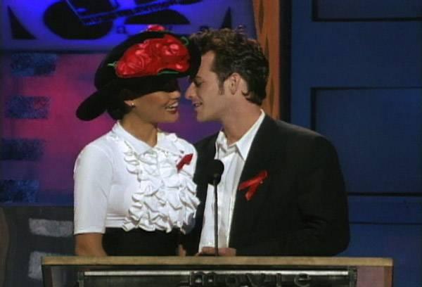 Movie & TV Awards 1992 | Lip Lock Flipbook Tia Carrere/Luke Perry | 600x408