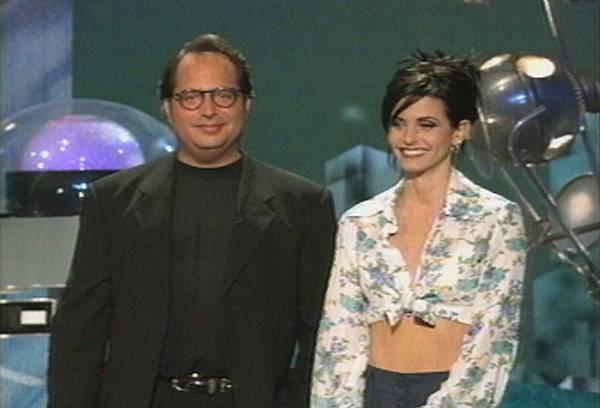 Movie & TV Awards 1995 | Host Jon Lovitz & Courtney Cox | 600x400