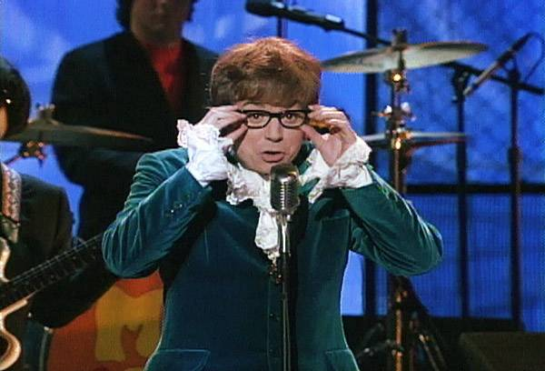 Movie & TV Awards 1997 | Host Mike Myers | 600x400
