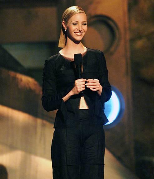 Movie & TV Awards 1999 | Host Lisa Kudrow | 500x575