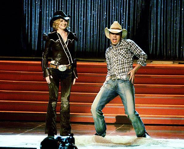 Movie & TV Awards 2001 | Host Kirsten Dunst & Jimmy Fallon | 600x480