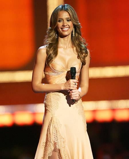 Movie & TV Awards 2006 | Host Jessica Alba | 450x550