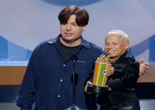 Movie & TV Awards 2000 | Best Duos Mike Myers/Verne Troyer | 511x365