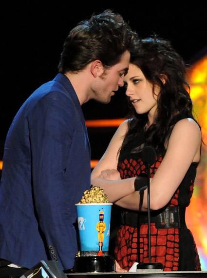 Movie & TV Awards 2009 | Best Duos Robert Pattinson/ Kristen Stewart | 425x570