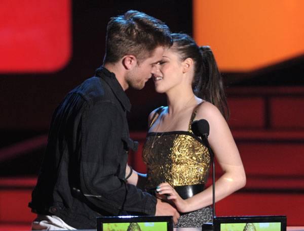 Movie & TV Awards 2010 | Best Duos Robert Pattinson/Kristen Stewart | 600x457