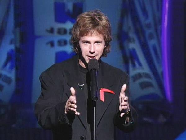 """""""SNL"""" star Dana Carvey wowed audiences with his dead-on impersonations and hilarious one-liners at the 1992 VMAs. (MTV)"""