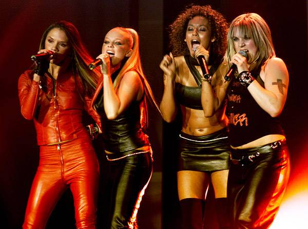 EMA 2000   Showstopping Performances Spice Girls   600x445