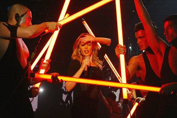 EMA 2003   Showstopping Performances Kylie Minogue   600x400