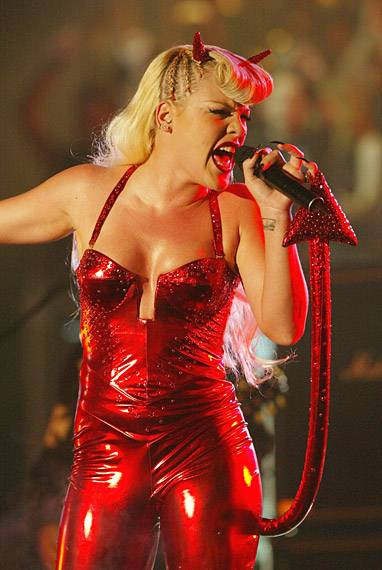 EMA 2003   Showstopping Performances P!nk   382x600