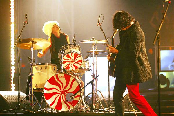 EMA 2003   Showstopping Performances The White Stripes   600x401