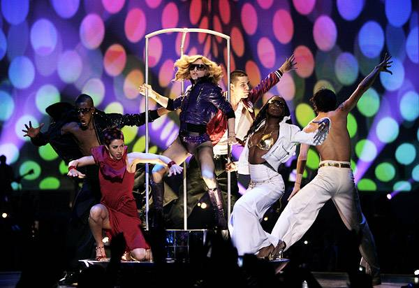 EMA 2005   Showstopping Performances Madonna   600x412
