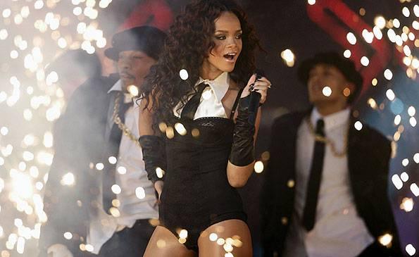 EMA 2006   Showstopping Performances Rihanna   595x365