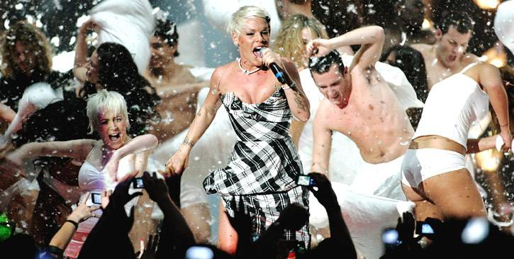 EMA 2008   Showstopping Performances P!nk   725x365
