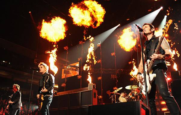 EMA 2009   Showstopping Performances Green Day   600x382