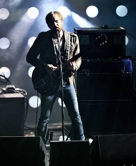 /content/music/ema/2010/photos/flipbooks/show-highlights/kings-of-leon-106616130.jpg