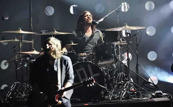 /content/music/ema/2010/photos/flipbooks/show-highlights/kings-of-leon-106618112.jpg