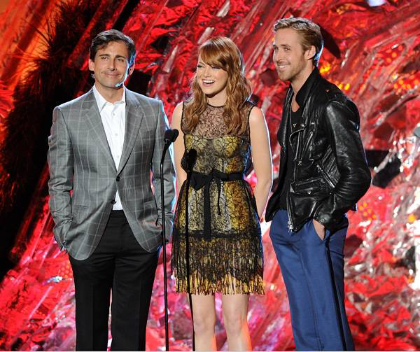/content/ontv/movieawards/2011/photo/flipbooks/11-show-highlights/steve-carrell-emma-stone-ryan-gosling-pg_450132.jpg