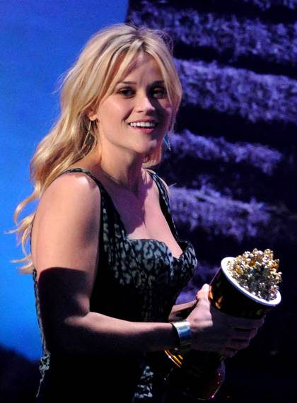 /content/ontv/movieawards/2011/photo/flipbooks/11-show-highlights/reese-witherspoon-getty115270375.jpg