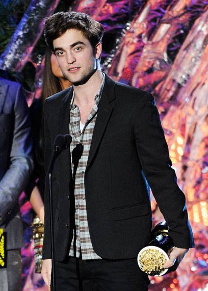 /content/ontv/movieawards/2011/photo/flipbooks/11-show-highlights/Robert-Pattinson-getty115276403.jpg
