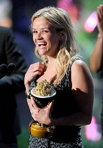 /content/ontv/movieawards/2011/photo/flipbooks/11-show-highlights/reese-witherspoon_getty115270526.jpg