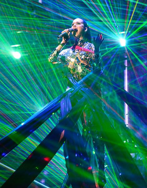 EMA 2013   Showstopping Performances Katy Perry   472x600