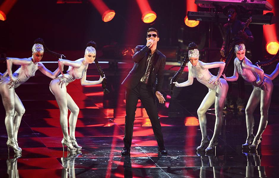 EMA 2013   Showstopping Performances Robin Thicke   510x600