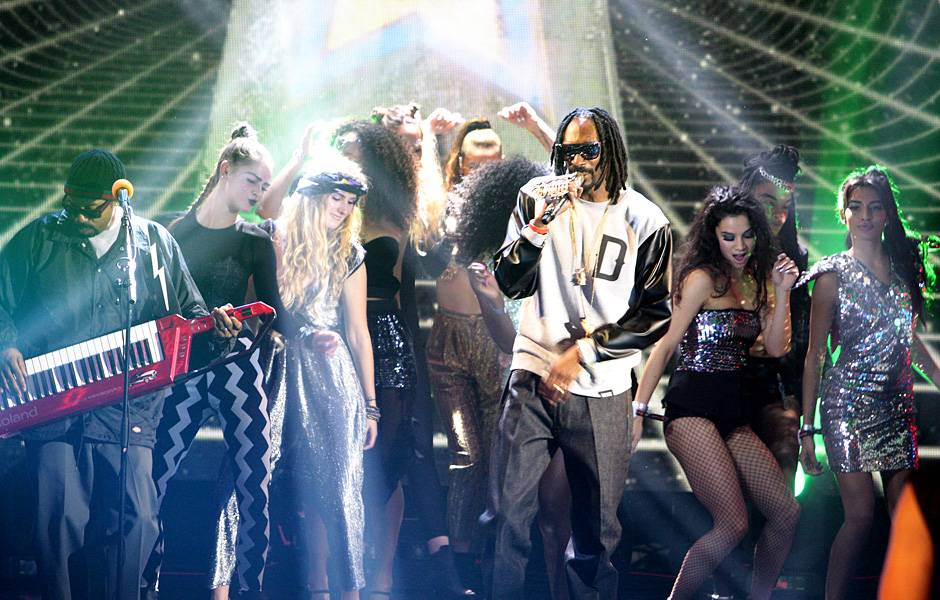 EMA 2013   Showstopping Performances Snoop Dogg   940x600