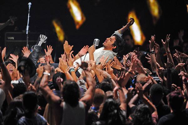 /content/ontv/vma/2011/photos/flipbooks/11-show-highlights/young_the_giant_pg508646.jpg