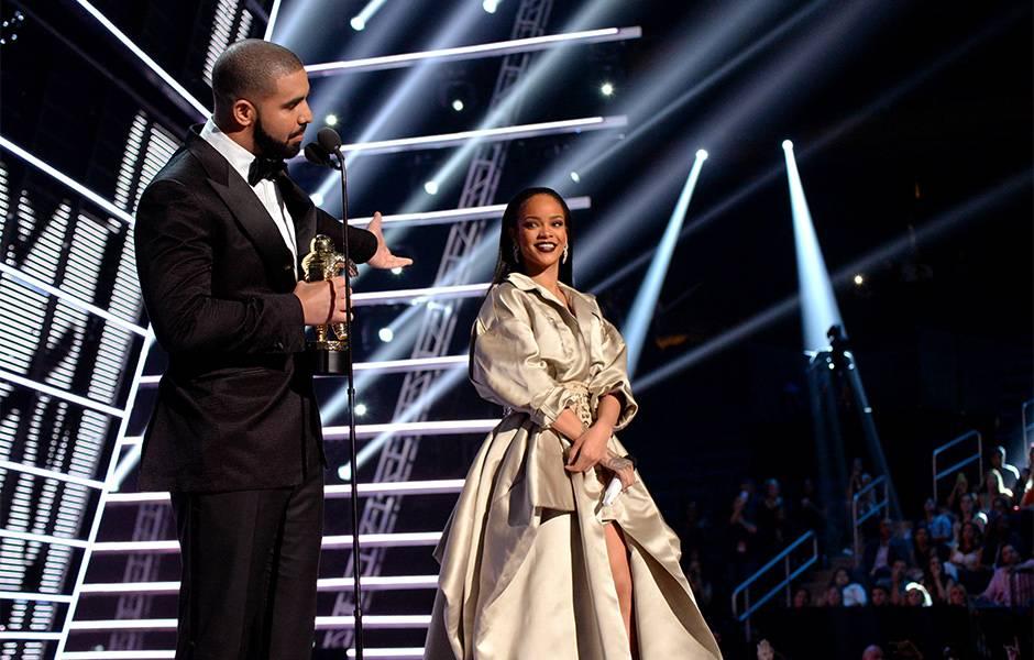 2016 VMAs   Drake & Rihanna Moment   940x600