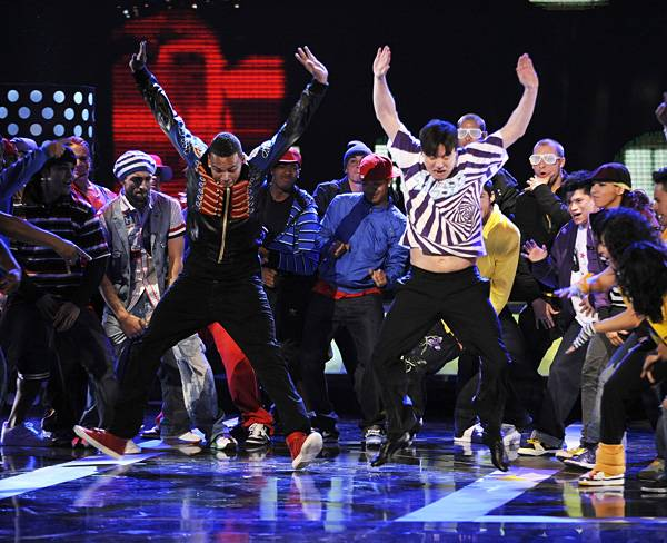 /content/ontv/movieawards/2012/photo/flipbooks/celebrity-beef/2008-chris-brown-mike-myers-81327367.jpg