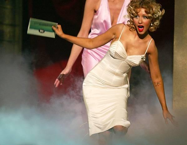 /content/ontv/movieawards/2012/photo/flipbooks/celebrity-beef/2004-christina-aguilera-50930608.jpg