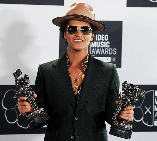 At the 2013 VMAs, Bruno Mars won Best Male Video and Best Choreography (and maybe a few hearts!), thanks to the massive success of 'Unorthodox Jukebox.'