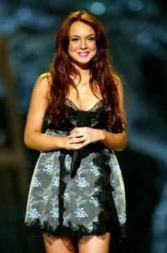 /content/ontv/movieawards/2012/photo/flipbooks/movie-awards-style/mini-dresses/2004-lindsay-lohan-50930787.jpg