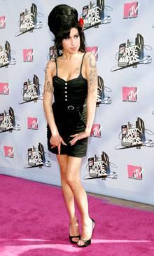 /content/ontv/movieawards/2012/photo/flipbooks/movie-awards-style/mini-dresses/2007-amy-winehouse-74387292.jpg