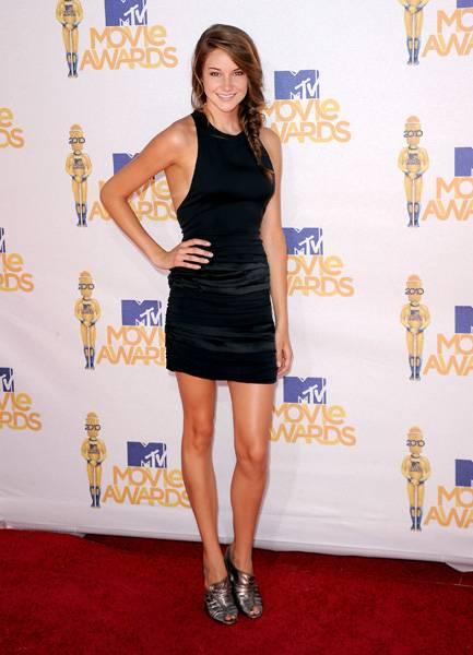 /content/ontv/movieawards/2012/photo/flipbooks/movie-awards-style/mini-dresses/2010-shailene-woddley-101677613.jpg