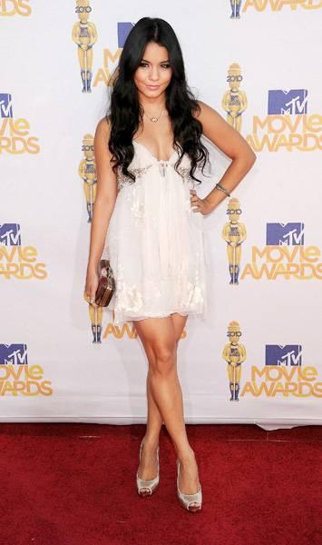 /content/ontv/movieawards/2012/photo/flipbooks/movie-awards-style/mini-dresses/2010-vanessa-hudgens-pg199373.jpg