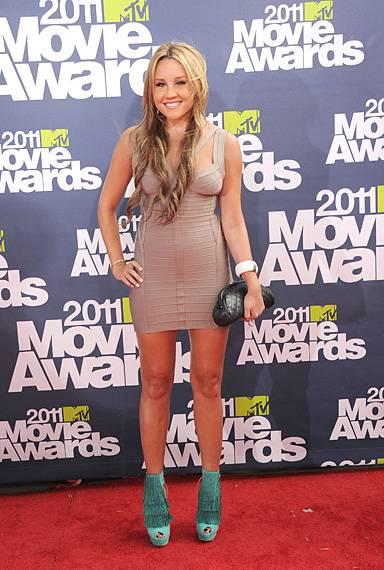 /content/ontv/movieawards/2012/photo/flipbooks/movie-awards-style/mini-dresses/2011-amanda-bynes-115268375.jpg