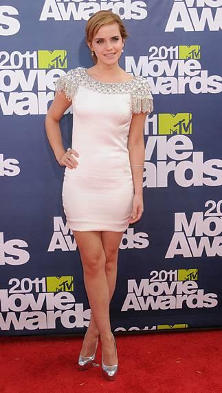 /content/ontv/movieawards/2012/photo/flipbooks/movie-awards-style/mini-dresses/2011-emma-watson-pg450635.jpg