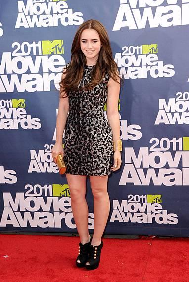 /content/ontv/movieawards/2012/photo/flipbooks/movie-awards-style/mini-dresses/2011-lily-collins-115267892.jpg