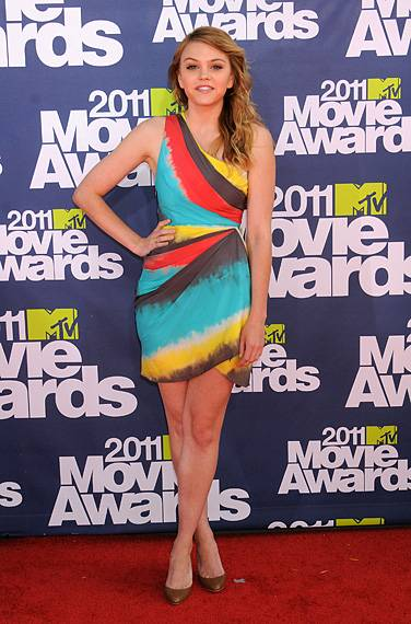 /content/ontv/movieawards/2012/photo/flipbooks/movie-awards-style/prints-and-patterns/2011-aimee-teegarden-pg449755.jpg