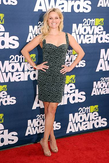 /content/ontv/movieawards/2012/photo/flipbooks/movie-awards-style/prints-and-patterns/2011-resse-witherspoon-115268770.jpg