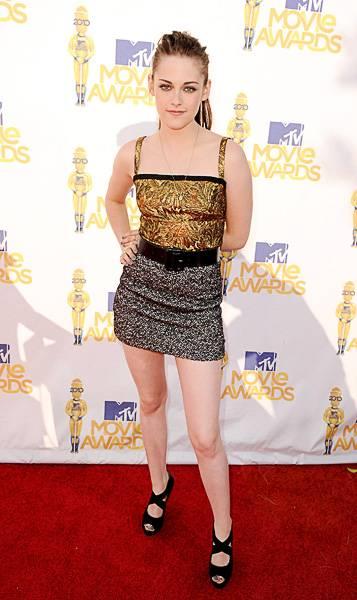 /content/ontv/movieawards/2012/photo/flipbooks/movie-awards-style/sparkles-shards-and-sequins/2010-kristen-stewart-101670829.jpg