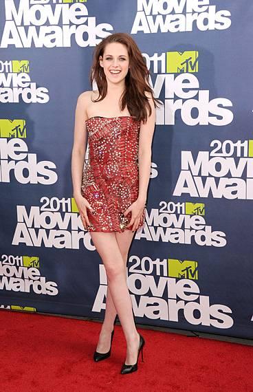 /content/ontv/movieawards/2012/photo/flipbooks/movie-awards-style/sparkles-shards-and-sequins/2011-kristen-stewart-115268789.jpg